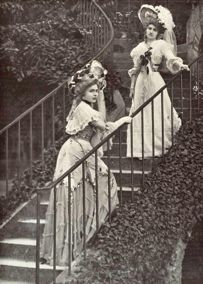 1901  Les Modes Paris - L'escalier du Moulin