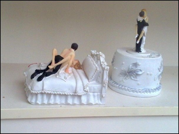 inappropriate wedding cake toppers best 25 divorce cakes ideas on divorce 16396