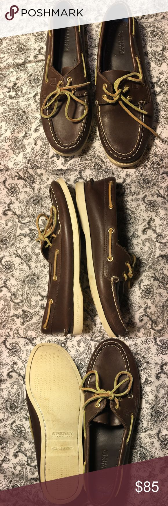 🎉FLASH SALE 🍾 Sperry's Womens 8.5 M Excellent condition , clean , leather.. LESS ON MERC APP Sperry Shoes