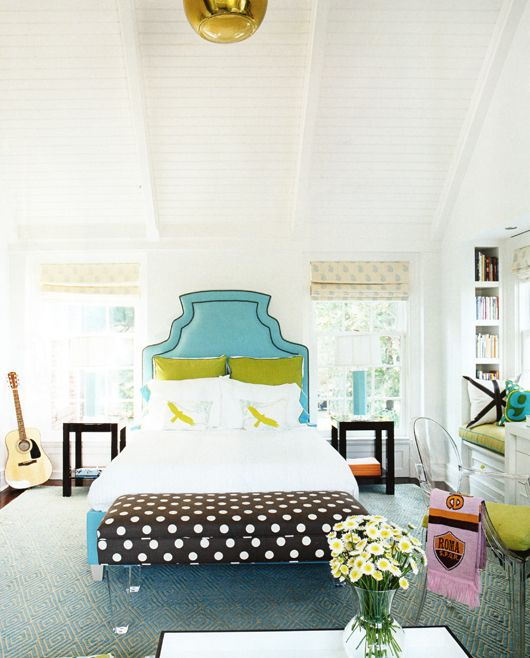 Turquoise, apple green and black & white polka dots in the bedroom