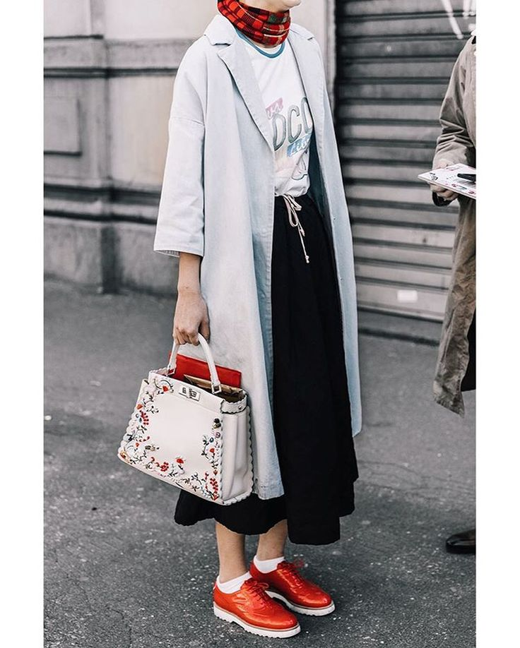 いいね!837件、コメント5件 ― FashioninPillsさん(@fashioninpills)のInstagramアカウント: 「#MFW #FW17 credits to @collagevintage2 for @voguespain #STREETSTYLE」