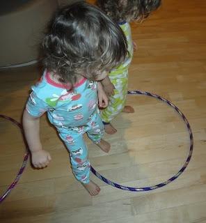 Learners in Bloom: 10 Hula Hoop Games for Preschoolers    10 tips på rörelselekar med rockringar