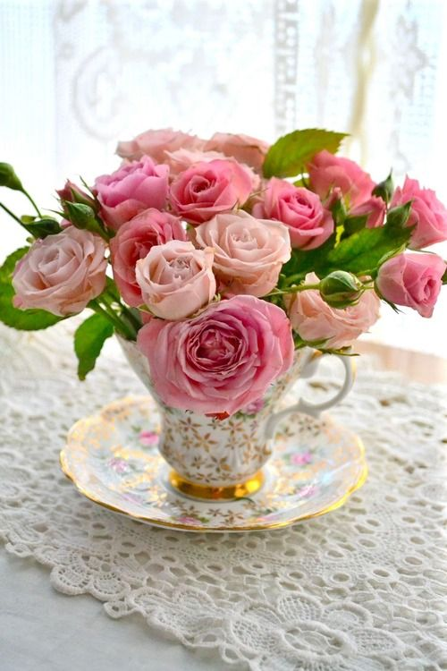 67 best miniature flower arrangements images on pinterest for Small rose flower arrangement