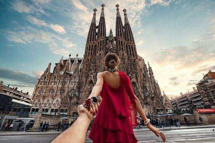 #следуйзамной к собору Саграда Фамилиа в Барселоне! В это воскресенье смотрите нашу передачу про зажигательную Испанию на Первом канале в 10:10!!  #followmeto