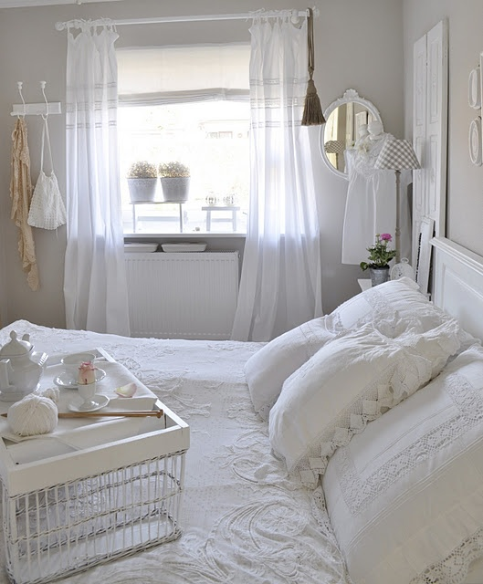 breakfast in bed plus a shabby chic bedroom – She'd love this environment! #MySp… – Nina