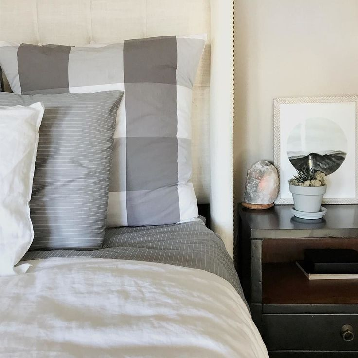 ahhh we got new pillows for the bed from essentiagram so of course that means crisp clean. Black Bedroom Furniture Sets. Home Design Ideas