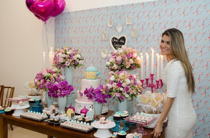 Decoração fofa e puro romantismo no Chá de Panela da Ariane, feito pela nossa parceira Mparaiso. Com toques de azul e pink, a Mari simplesmente arrasou: