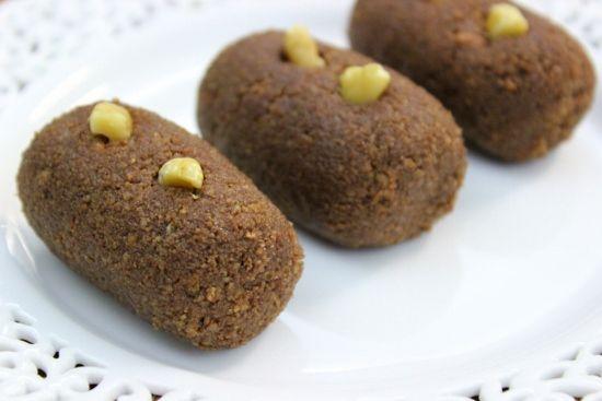 """Pirozhnoe """"Kartoshka"""" – Chocolate Sponge Cake Pastries"""