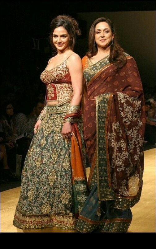 Indian actress Hema malini and her daughter Isha deol.