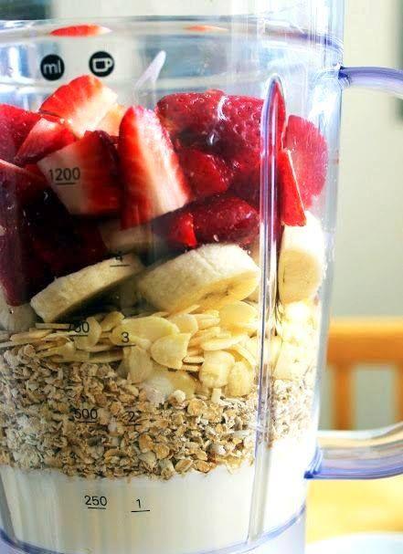 Smoothie/ Strawberry/ Banana / Oat Meal / Almonds/ Honey - Линда Робертович
