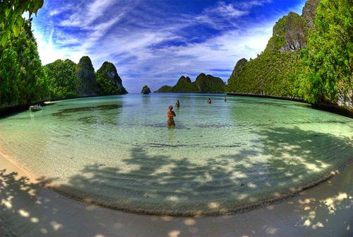 Wayag Lagoon Beach, Raja Ampat, Papua, Indonesia