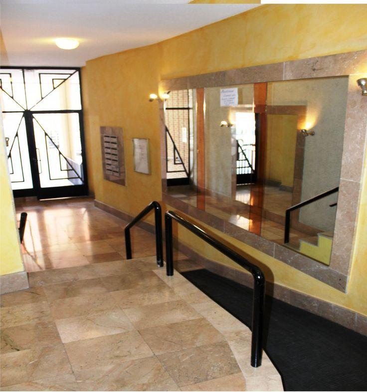 139900,00€ · Piso Murcia - 4 dormitorios - para entrar a vivir · PARA ENTRAR A VIVIR: 3 o 4 Dormitorios lo que prefieras, disfrutar de una estancia Office-cocina amueblada  de 18 m², con amplio lavadero y despensa, 2 baños, comedor con vistas a una muy tranquila plaza con edificios de reciente construcción, paredes en pinturas lisas y estucos, puertas en roble macizo, con cristales biselados, terraza acristalada, tendedero privado y por supuesto amplia plaza de aparcamiento en el mismo…