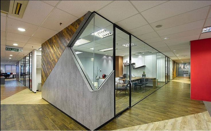 Immersive inspiration office interiors interiors and modern for Small corporate office design