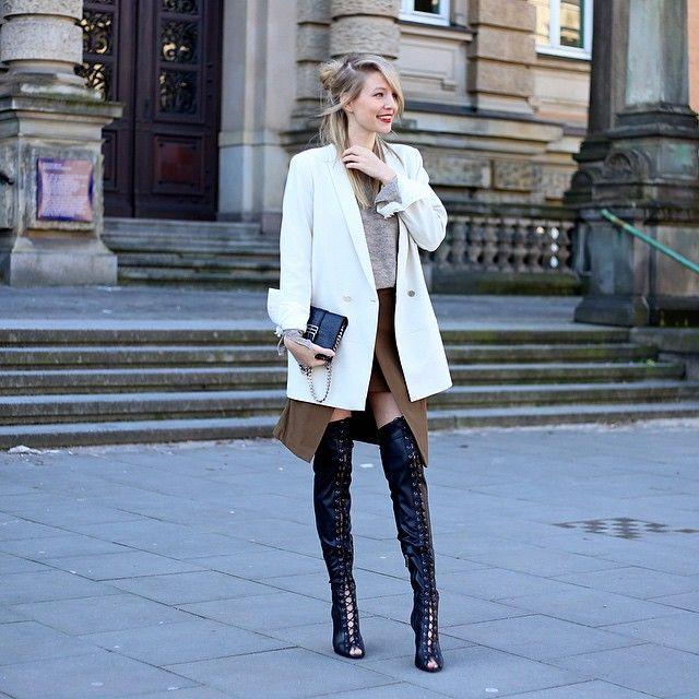 Herbst und Winter Outfit Inspiration #ootd #lotd #fashion mit Overknees und weißem Mantel