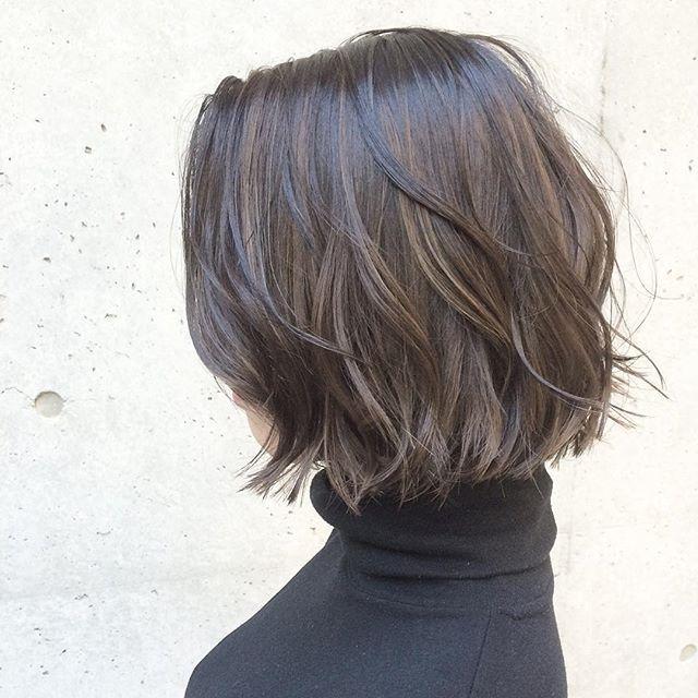 冬にオススメ!!アッシュグレージュハイライト★ ・ ・ 全体に細かくブリーチハイライトを入れたあと、濃いめのグレージュをかぶせて仕上げています! ・ ・ パツっとした切りっぱなしのボブとも相性の良いカラーです! ・ ・ *髪の毛に立体感をつけたい方 *オシャレ感をプラスしたい方 ・ ・ 大人カジュアルなヘアの提案はお任せください♪ 必ず素敵に仕上げます☺︎ ・ ・ 【cut&color&highright】 22,100yen ・ ・ #shima ...