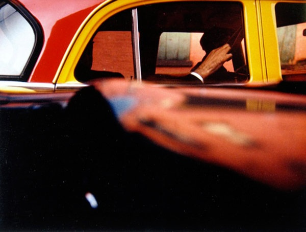 """""""In No Great Hurry"""" Tells the Story of NYC Street Photographer Saul Leiter (video)"""