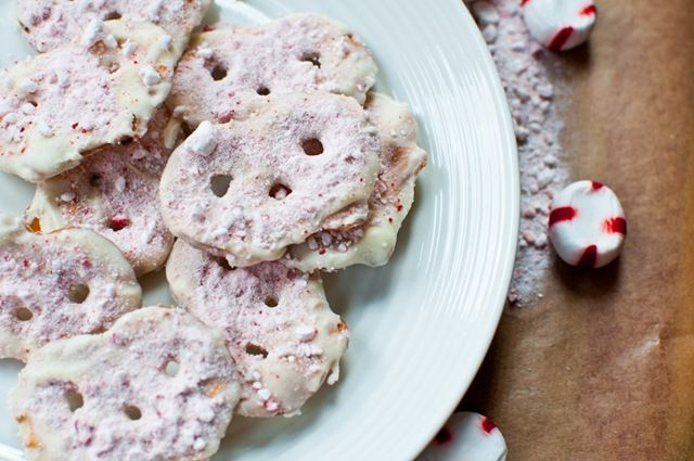 White Chocolate and Peppermint Pretzel Crisps!    I bought some of these the other day and decided to find a recipe for them and try it out!