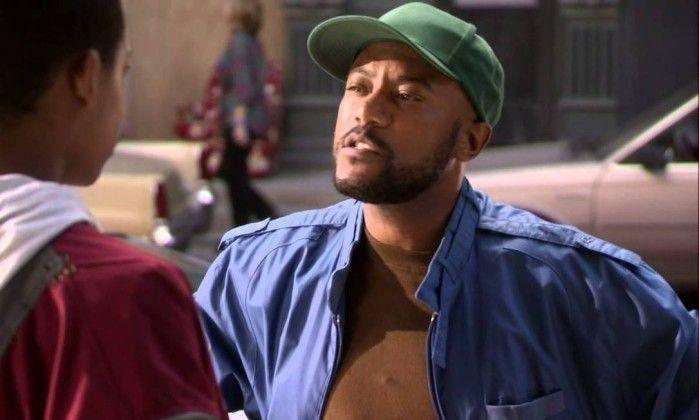 """Conhecido por interpretar o personagem Malvo no amado seriado """"Todo mundo odeia o Chris"""", Ricky Harris morreu na segunda-feira (26), aos 54 anos vítima de um ataque cardíaco. Além de atuar, Ricky era rapper e também trabalhou com Snoop Dogg, que lamentou a morte do amigo nas redes sociais."""