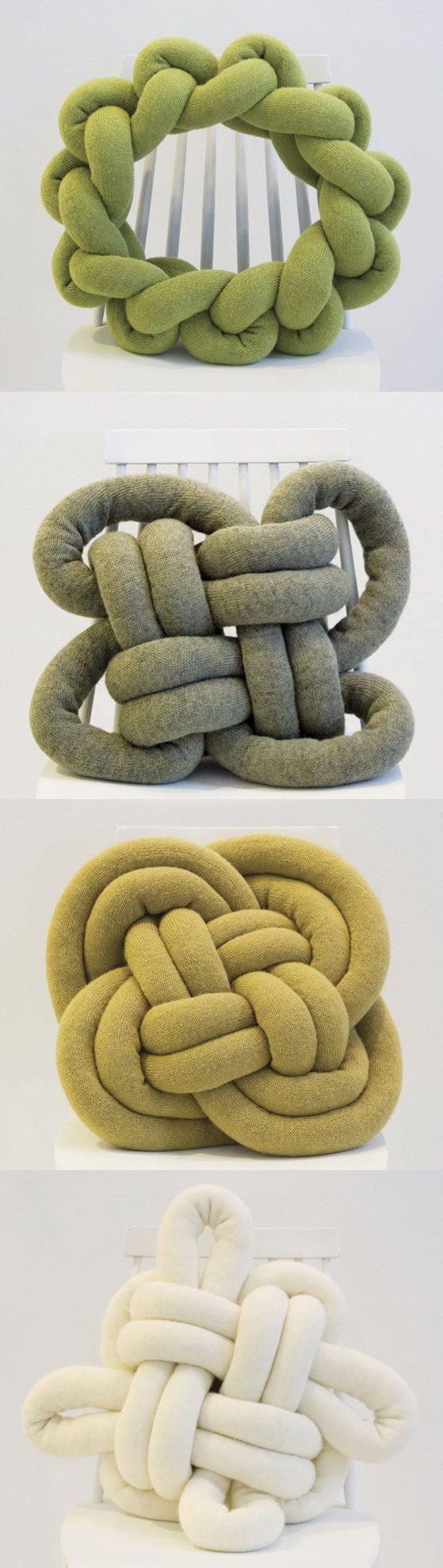 Poduszka węzeł Poduszka #Notknot zainspirowana jest harcerskim węzłem. Mocno ściśnięty supeł wykonany jest z miękkiego i przyjemnego w dotyku materiału, dzięki czemu sprawdza się w roli nietypowej poduszki http://www.eksmagazyn.pl/design/cos-na-rzeczy/poduszka-wezel/
