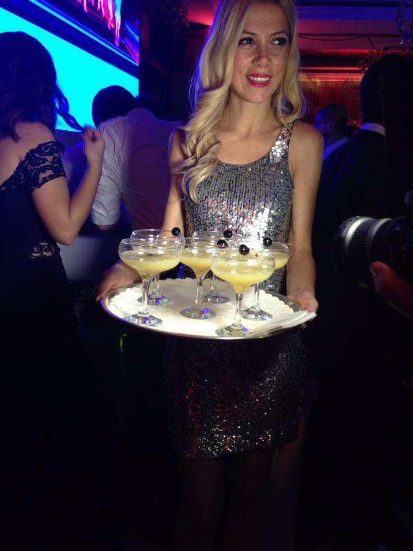 gecenin signature kokteyli lychee martini!