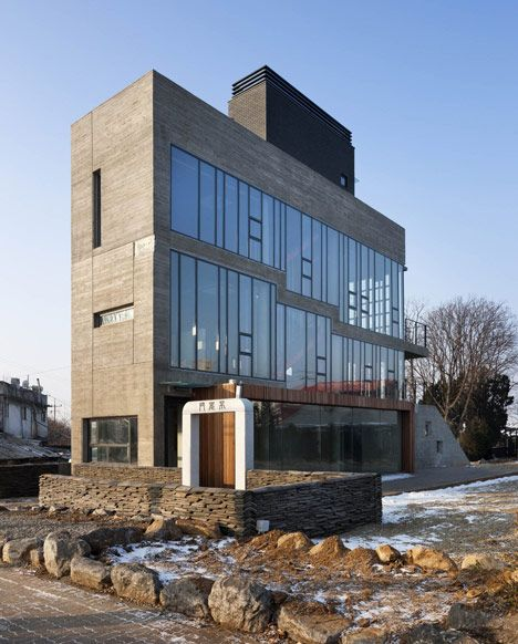 Sinjinmal Building by Studio GAON occupies its site like