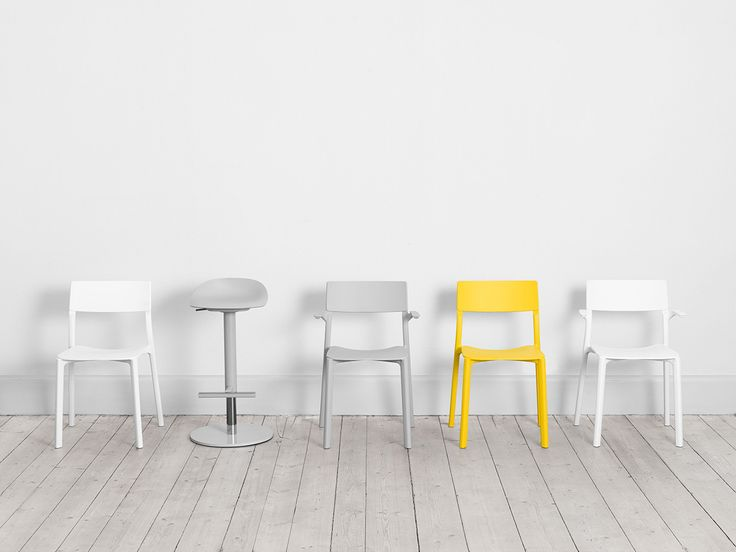 De nieuwe stoelen van Ikea zijn niet zomaar stoelen - Roomed | roomed.nl  #ikea #newcollection #janinge #formuswithlove #scandinavian #design #furniture #chairs #swedish