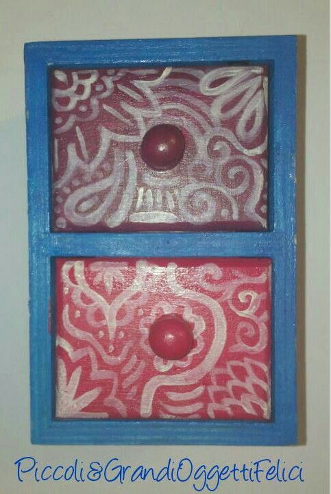 """Mini cassettiera da scrivania """"Ele"""" Completamente dipinta a mano.  #handmade #piccoliegrandioggettifelici #azzurro #blue #pink #violet #viola #rosa #ideeregalo #gift #cassetti  Follow us also on facebook https://m.facebook.com/Piccoli-e-grandi-oggetti-felici-253006854873386/"""