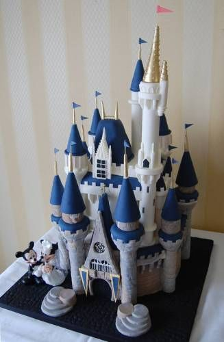 I WILL have a disney cake somewhere in my wedding. I Will!!