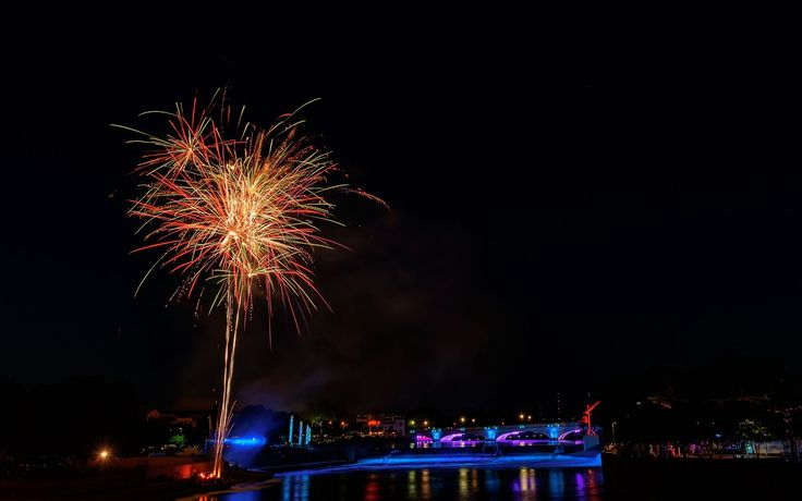 summer fireworks in South Bend Indiana  City and architecture photo by mysorekid http://rarme.com/?F9gZi