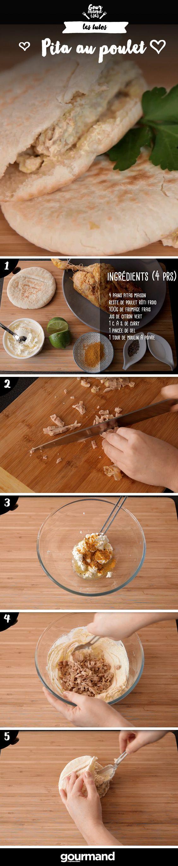 On récapitule : 1. Décortiquez votre poulet froid et coupez la chair en petits morceaux.  2. Faites tiédir vos pains 3 minutes au four.  3. Mélangez le fromage, le citron, le curry, une pincée de sel et un tour de moulin à poivre.  4. Ajoutez le poulet à votre préparation.  5. Garnissez les pains pita de ce mélange.  6. Enfermez-les dans des papiers d'aluminium jusqu'à leur dégustation.
