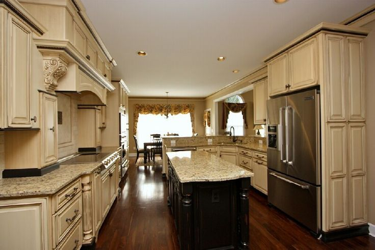 Antique white cabinets with glaze french vanilla vandyke for French antique white kitchen cabinets