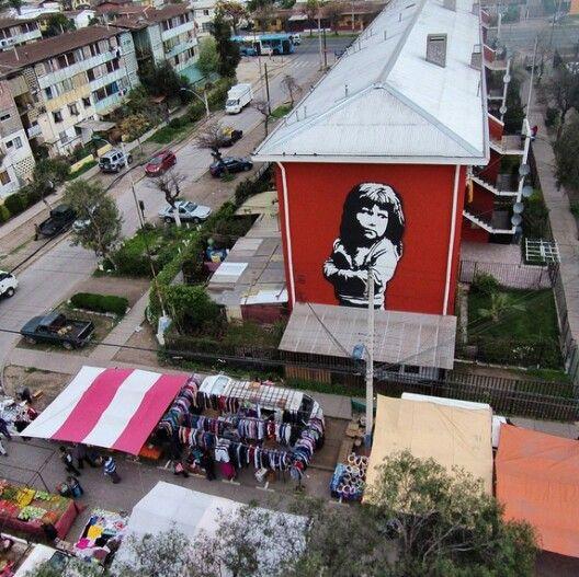 """Mural """"Mi Niña"""" del argentino Adrián. Museo a Cielo Abierto en la comuna de San Miguel, Santiago."""