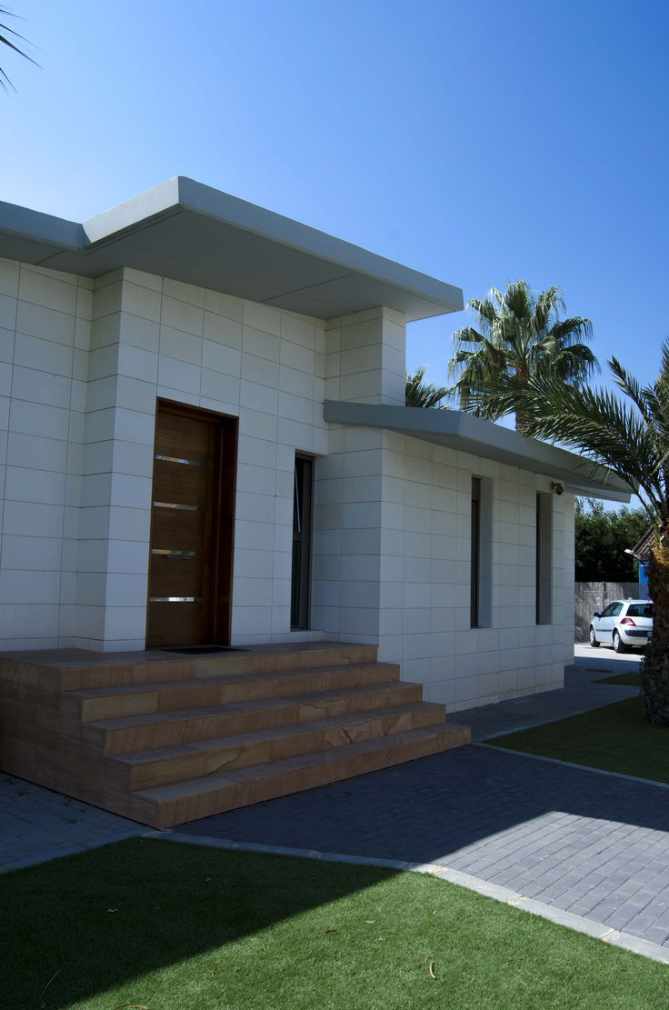 Toda la vivienda est dise ada en una gama crom tica en - Piedra caliza fachada ...