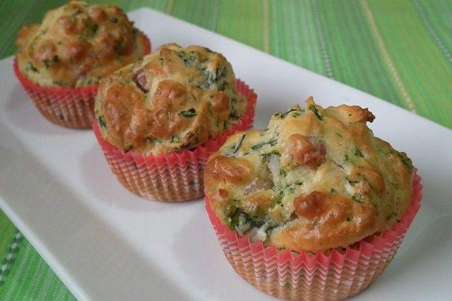 I muffin salati con spinaci e pancetta sono degli ottimi antipasti, ideali per un buffet o per accompagnare un aperitivo. Ecco la ricetta