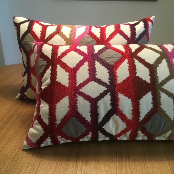 #pillow #cojin #coixi #karola #ontario #fabrics #deco #home #style #red #geometric
