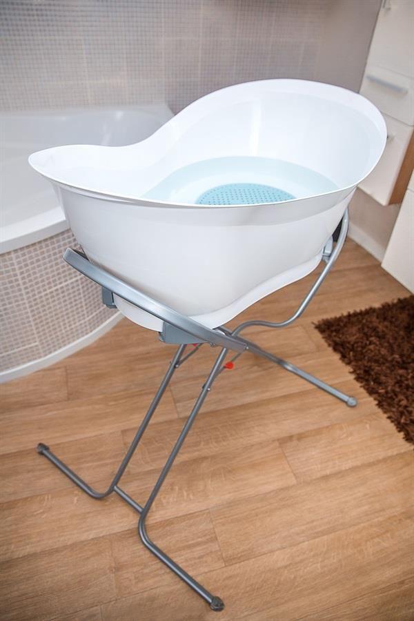 Babymoov badekar med stativ og afløbsslange (500,- + 500,-)  http://lille-per-seng.dk/shop/babymoov-stativ-til-4786p.html