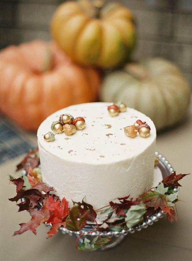 木の実や葉っぱをあしらったケーキ♡ 紅葉の時期の披露宴・二次会・1.5次会のアイデア☆