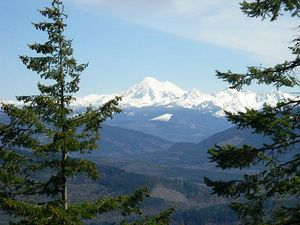 North Butte hike offers island, mountain views for busy weekends.