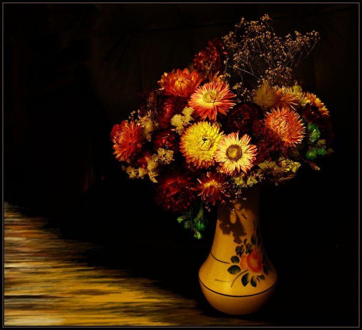 Malovaná  váza  s  květinami
