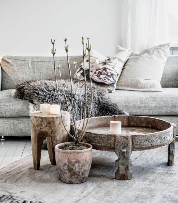 Shabby Chic Möbel Boho Style Einrichtungsstil Holz Couchtisch Beistelltisch  Holzschnitzereien Naturholz Sofa Lammfell