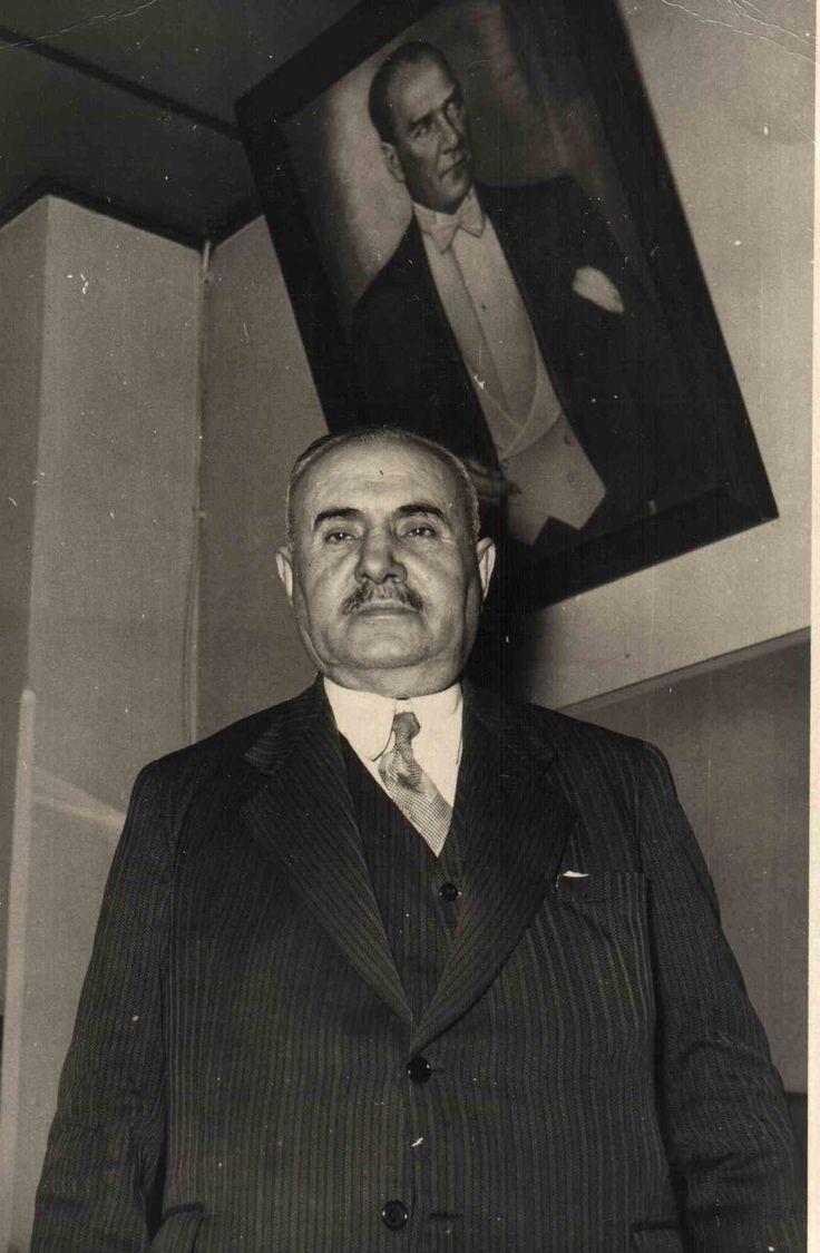 """Büyük projelere imza attı.Ülkeyi """"Demirağ'larla"""" ördü. Ardından Atatürk'ten """"Demirağ"""" soyadını aldı.""""İstanbul Boğazı'na köprü yakışır""""dedi projesi hükümetten döndü.Türkiye'nin ilk uçak fabrikasını kurdu. 10.yıl marşına ismini koyan, Türkiye'nin en büyük girişimcisi Nuri DEMİRAĞ"""