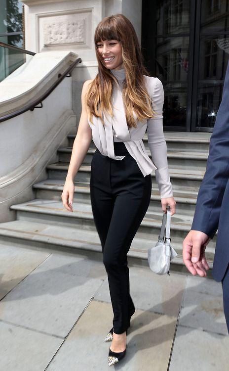 Celebrity Street Style    Picture    Description  Jessica Biel     https://looks.tn/celebrity/street-style/celebrity-street-style-jessica-biel-2/