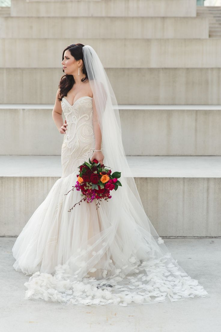 Lisa robertson in wedding dress - Wedluxe Vibrant Florals And Cityscape Views Mark This Stunning Malaparte Wedding Photography By