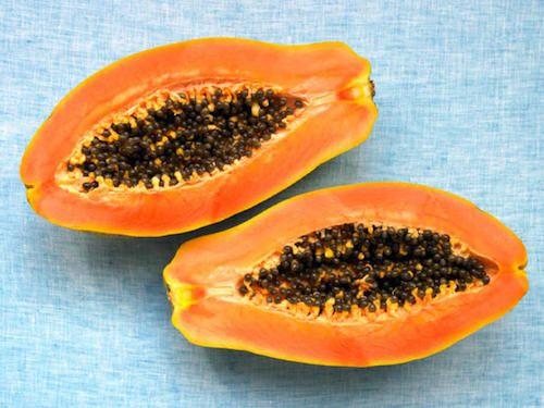 Vous cherchez un masque exfoliant naturel pour avoir la peau plus douce ? Essayez la papaye.