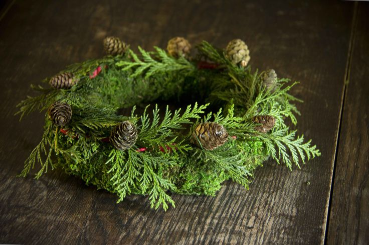 Moss, Fir & Larch Cone Christmas Table Centre