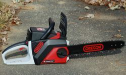 Oregon PowerNow cordless chainsaw (picture) is a battery-powered chainsaw.