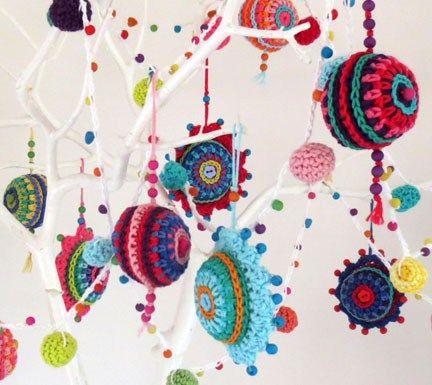 more crochet Christmas baubles