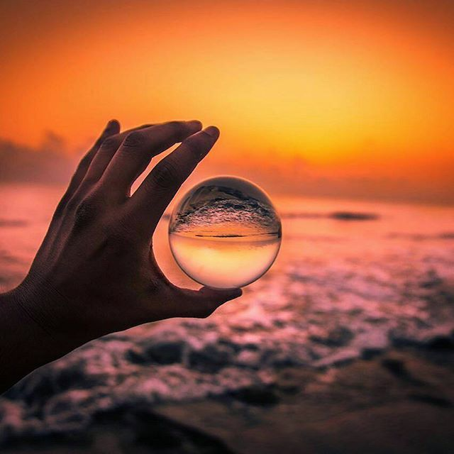 Lensball is the balance between true minimalism and gorgeous wide-angle photography - well displayed by this mesmerizing capture from @rizzyview 🔮🙏