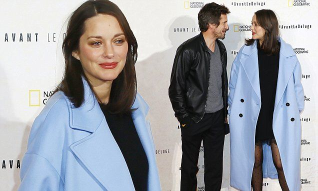 Pregnant Marion Cotillard puts on a PDA with husband