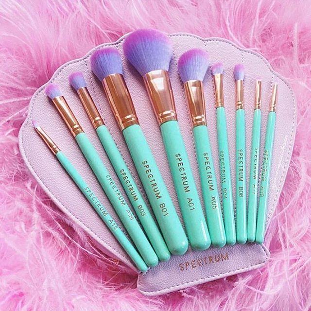 { U N D E R T H E S E A } This #glamclam is just gorgeous! Spectrum brushes are…